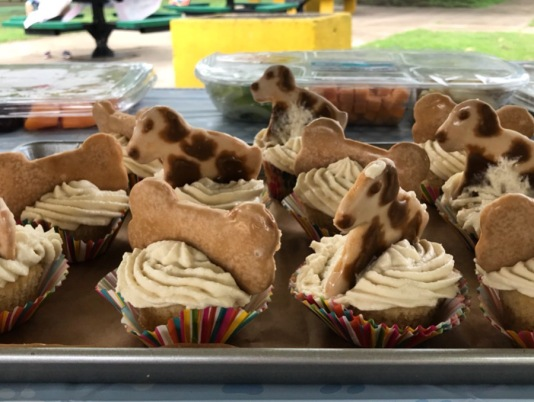 Puppy cupcakes by Jan